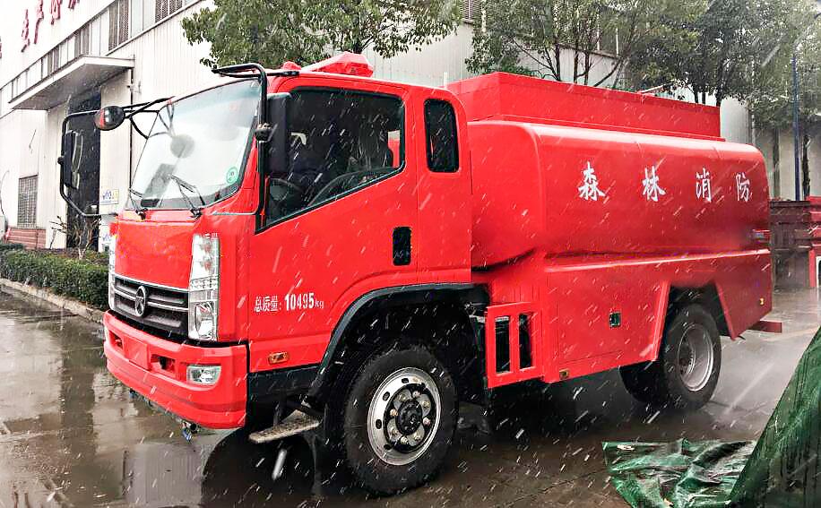 凯马四驱消防洒水车图片