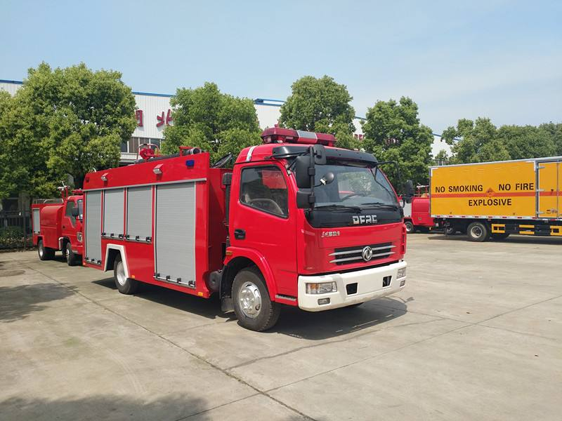 东风多利卡4吨泡沫消防车图片