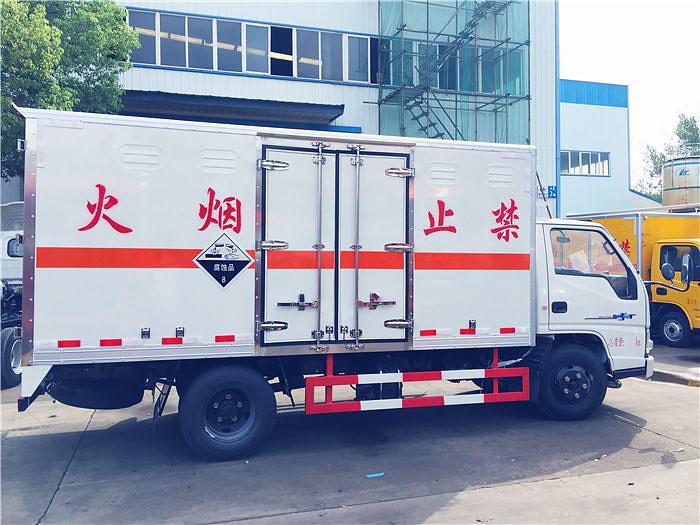 江铃腐蚀性物品厢式运输车图