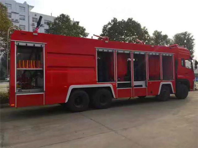 东风天龙前四后八干粉泡沫联用消防车