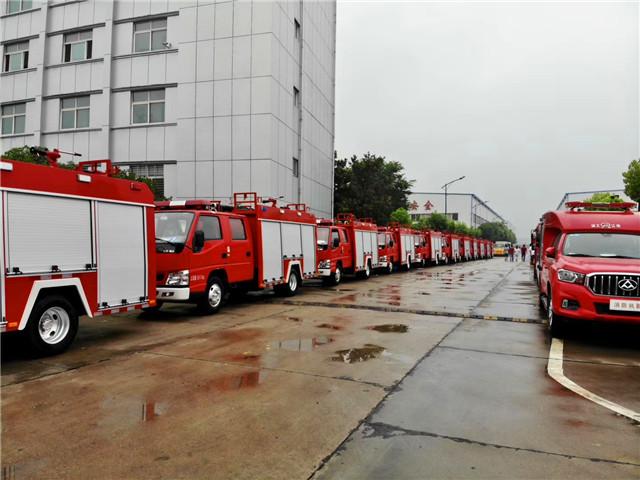 20台江铃水罐消防车整装待发