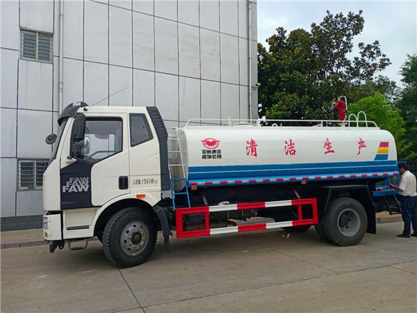 解放10吨洒水车