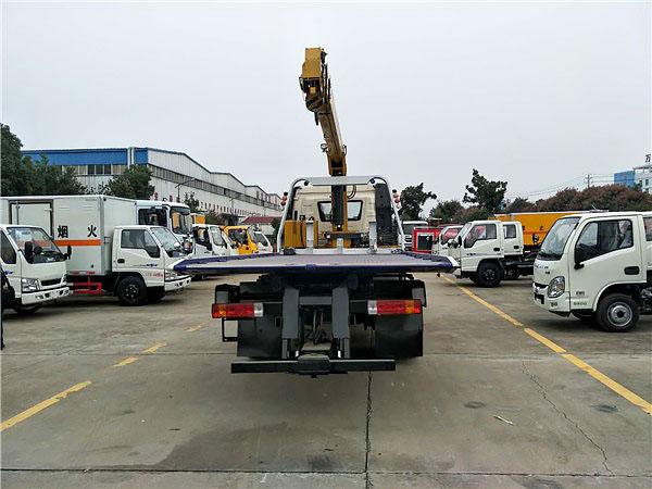 解放J6带吊机平板清障车图片