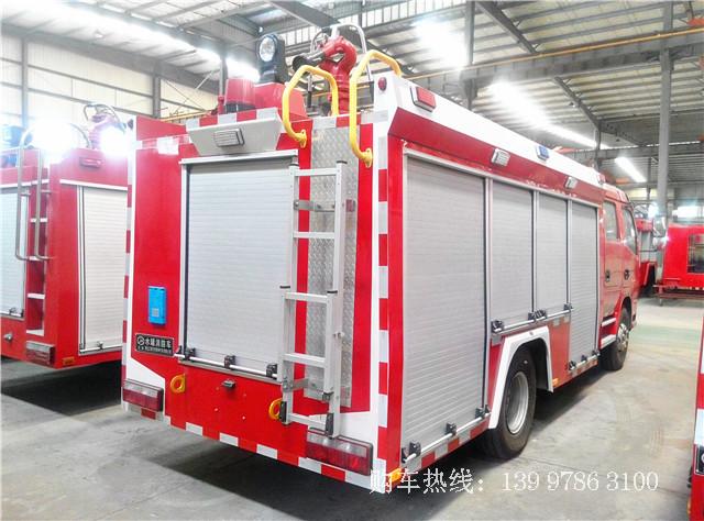 国五东风多利卡3吨水罐消防车