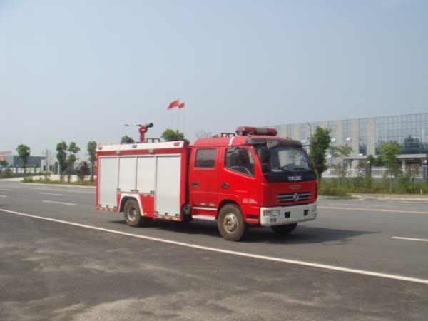 国五东风多利卡水罐消防车图片