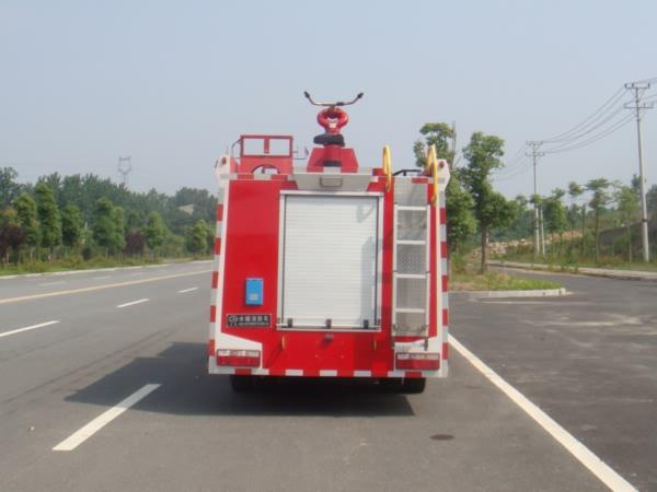 国五东风多利卡水罐消防车尾部图片