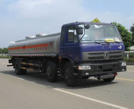 15吨东风小三轴油罐车(运油车)