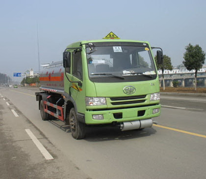 解放单桥轻型油罐车(运油车)