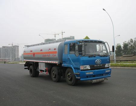 解放小三轴油罐车加油车(加长型)