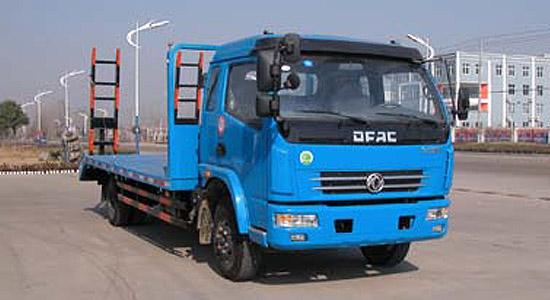 东风多利卡平板挖掘机运输车
