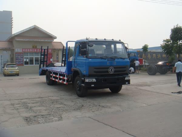 东风153挖掘机拖车