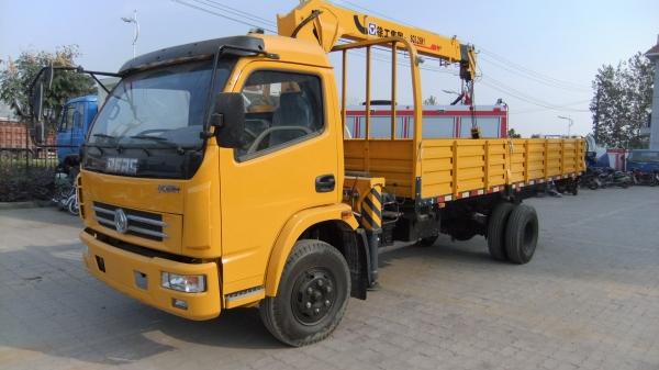 东风多利卡3.2吨随车起重运输车