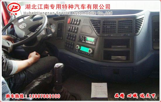 解放J6平板运输车仪表台