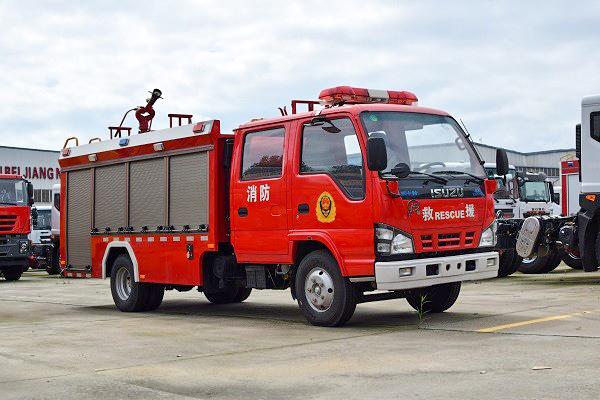 国六五十铃3吨水罐消防车