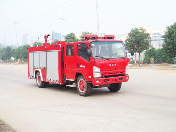 采用五十铃700P系列底盘生产的消防车