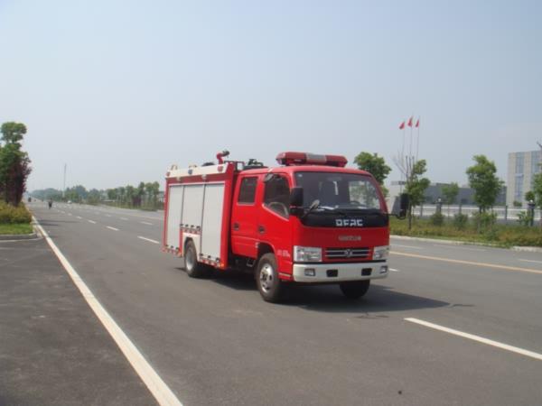 国五东风多利卡2吨水罐消防车图片