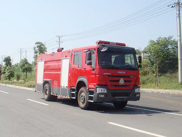 豪沃8吨水罐消防车图片