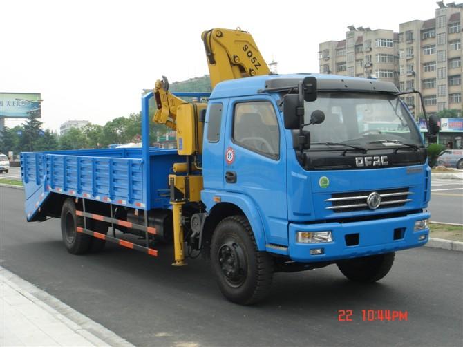 东风多利卡多功能挖掘机运输车(带吊平板运输车)